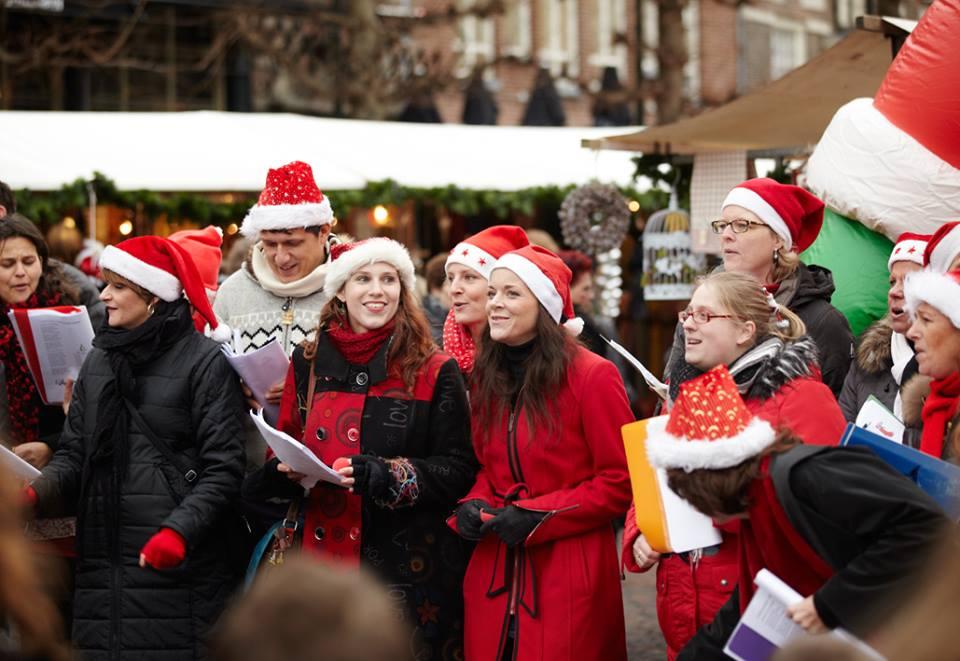 Lef! zingt op de kerstmarkt in Haarlem